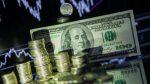Российский рубль продолжает падать вслед заснижением цен нанефть