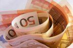 Биржевой курс евро вечером всреду упал ниже 76 руб.