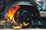 Найдена ёмкость сгорючей жидкостью рядом сосгоревшими машинами наРублёвке