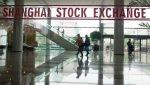 Биржи Китая остановили торги из-за резкого падения акций