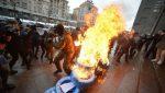 Под киевской мэрией протестуют таксисты