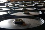 Нефть падает из-за роста запасов наNYMEX, WTI ниже $27 забаррель